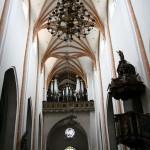Wnętrze kośxioła pw. św. ap. Piotra i Pawła w Chojnowie woj dolnośląskie